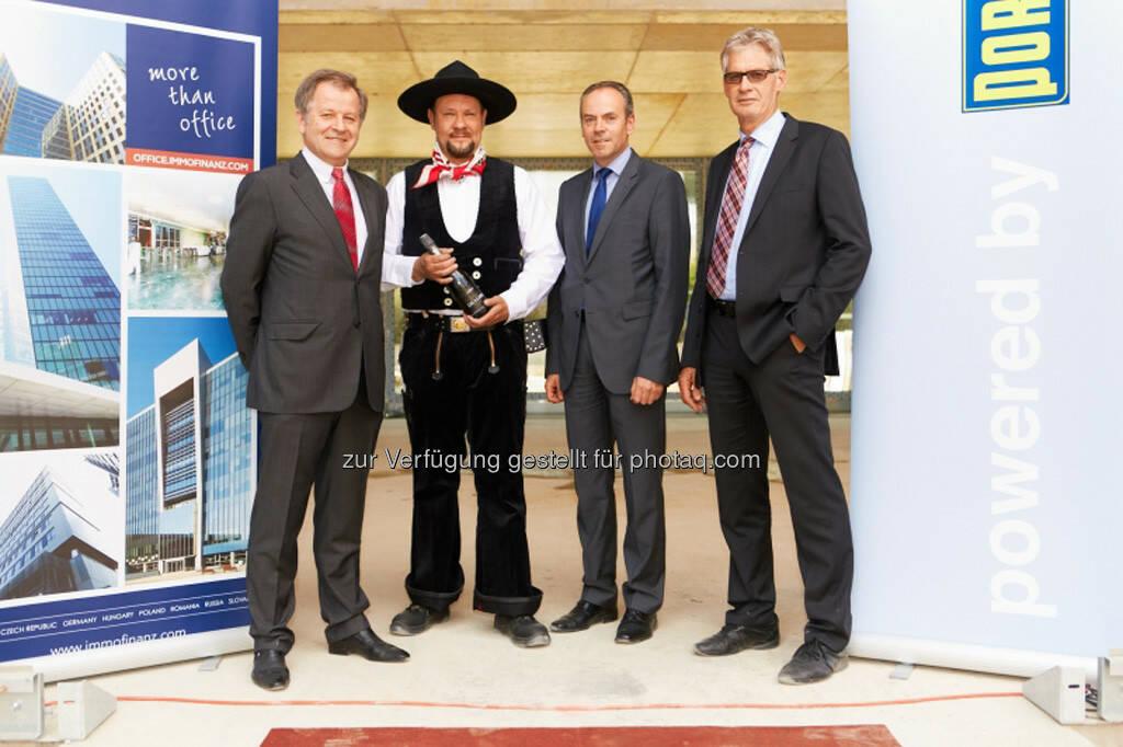 Eduard Zehetner (Immofinanz), Jörg Sondern (Bauleiter Porr), Josef Pein, Gerhard Thielen (Geschäftsführung Porr Deutschland) http://blog.immofinanz.com/de/2013/06/07/panta-rhei-mit-dem-feurigen-saft-der-reben-soll-die-immofinanz-hoch-leben-bilder-vom-richtfest/, © Immofinanz (10.06.2013)