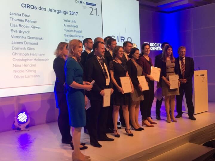 CIRA: Ehrung der zertifizierten CIRO-Absolventen 2017 beim Gala-Abend der #dirk2018. Ich gratuliere besonders Teresa Sengschmid (Österreichische Post AG) zum erfolgreichen Abschluss!