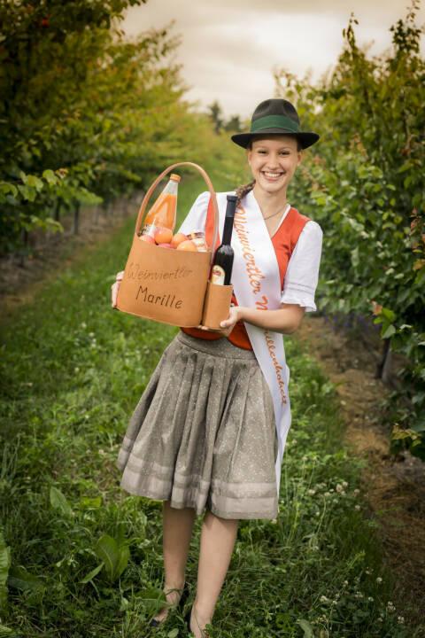 Die Weinviertlerin Amelia Rieder freut sich, die neue Markenbotschafterin der Marille zu sein. Das Weinviertel ist die größte Marillen-Anbauregion Österreichs. Copyright: Robert Herbst