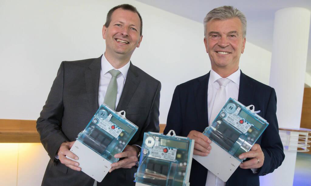 Energie AG Oberösterreich: Energie AG Oberösterreich hat mehr als 500.000 intelligente Stromzähler in Betrieb; echnik-Vorstand Stefan Stallinger (l.) und Generaldirektor Werner Steinecker freuen sich über mehr als eine halbe Million smart meter in Oberösterreich. Fotocredit:APA / Energie AG, © Aussendung (26.06.2018)