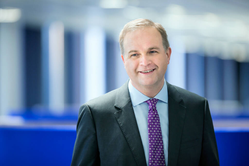 Aviva Investors, die global tätige Asset-Management-Gesellschaft des britischen Versicherers Aviva plc, stärkt durch die Neueinstellung von neun Aktienexperten seine Teams in den Bereichen UK-Aktien, globale Aktien sowie globale Schwellenländeraktien. Euan Munro, Chief Executive Officer, Aviva Investors, sagt: Die Investition in unsere Aktienressourcen ist eine strategische Priorität für unser Geschäft. Mithilfe dieser verstärkten Teams können wir unseren Wholesale- und institutionellen Investoren noch überzeugendere Aktienstrategien anbieten und die Ideenfindung für unsere breitgefächerte Palette von Investmentlösungen erweitern. Bild: Aviva (10.07.2018)