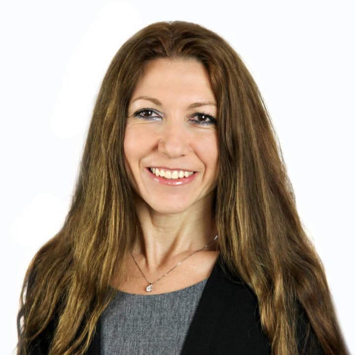 Valentina Grimm leitet den Bereich Human Resources bei Lukoil Lubricants Europe. Die studierte Dolmetscherin und Übersetzerin bringt über zehn Jahre Erfahrung im Personalmanagement und Recruiting mit. Fotocredit:Valentina Grimm © Pawel Gruszkiewicz