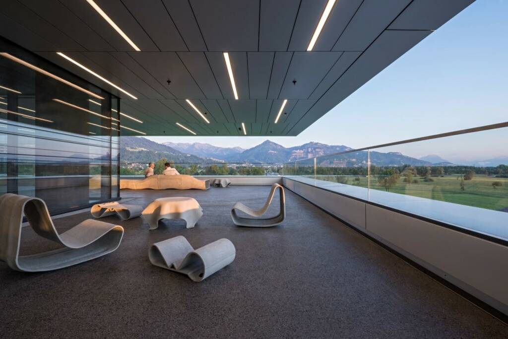 Zumtobel hat das neue Doppelmayr-Headquarter mit einer Beleuchtung inszeniert © Doppelmayr / Hertha Hurnaus (12.07.2018)