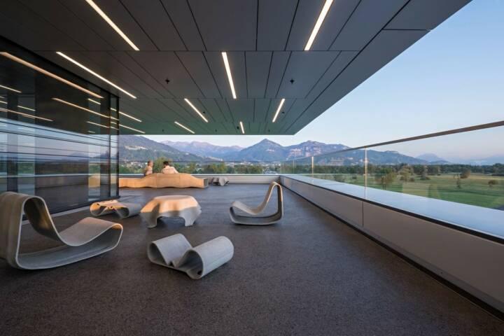 Zumtobel hat das neue Doppelmayr-Headquarter mit einer Beleuchtung inszeniert © Doppelmayr / Hertha Hurnaus