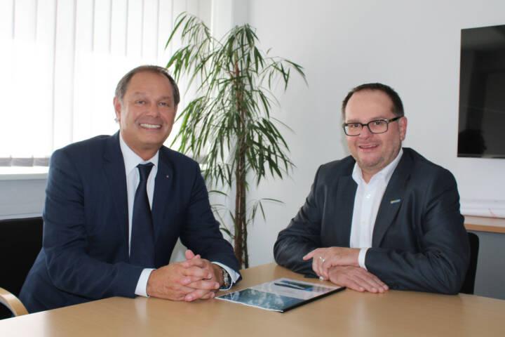 Unimarkt Gruppe vertraut auch weiterhin auf das Know-how der Linzer IT-Experten von unit-IT und verlängerte den bestehenden Outsourcing-Vertrag um weitere fünf Jahre; Karl-Heinz Täubel (unit-IT), Mag. Robert Knöbl (Unimarkt Gruppe) 1 © unit-IT