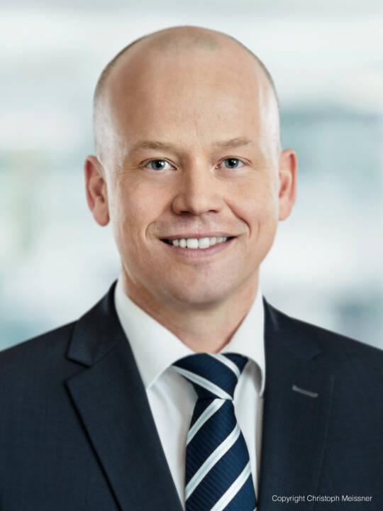 Neuer Partner bei TPA: Sebastian Haupt ist Steuerberater und ausgebildeter Finanzstrafrechtsexperte. Sein vielfältiges Beratungsportfolio umfasst unter anderem steuerliche Spezialfragen rund um Körperschaft- und Umsatzsteuer sowie Finanzstrafrecht. Dabei liegt sein Fokus vor allem auf der Produzierenden Industrie, dem Handel, der Telekom-Branche und dem Baugewerbe. Foto: Christoph Meissner