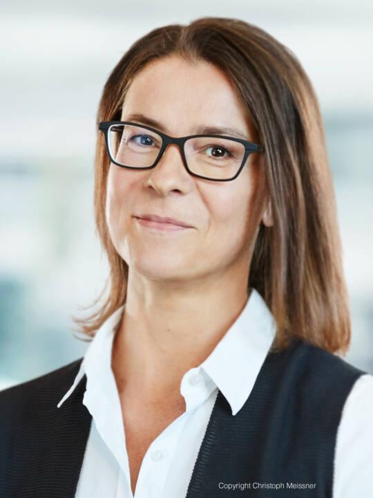 Neue Partnerin bei TPA: Yasmin Wagner ist seit 2003 bei TPA Wien. Sie spezialisierte sich schon während ihres Studiums auf das Steuerrecht und ergänzte ihre Qualifikation durch das Postgraduate International Tax Law. Yasmin Wagner ist Spezialistin für (Re-)Strukturierungen, Privatstiftungen und Konzernsteuerrecht sowie Co-Leiterin des Kompetenzcenters Internationales Steuerrecht bei TPA. Foto: Christoph Meissner