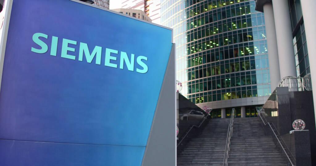 Siemens Logo - https://de.depositphotos.com/132636980/stock-photo-street-signage-board-with-siemens.html, &copy; <a href=