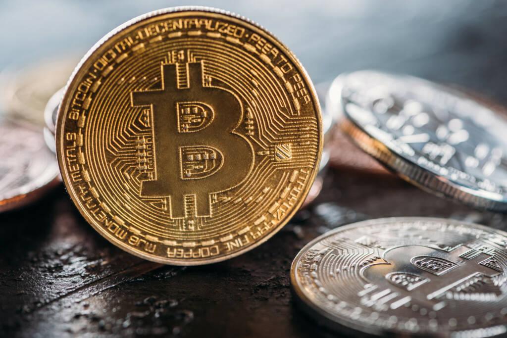 Bitcoin, Bitcoins, Kryptowährung, Münzen - https://de.depositphotos.com/197581672/stock-photo-selective-focus-various-bitcoins-dark.html, &copy; <a href=