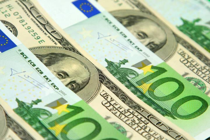 Dollar, Euro, Geld, Scheine - https://de.depositphotos.com/1304653/stock-photo-hundred-euro-and-dollar-banknotes.html