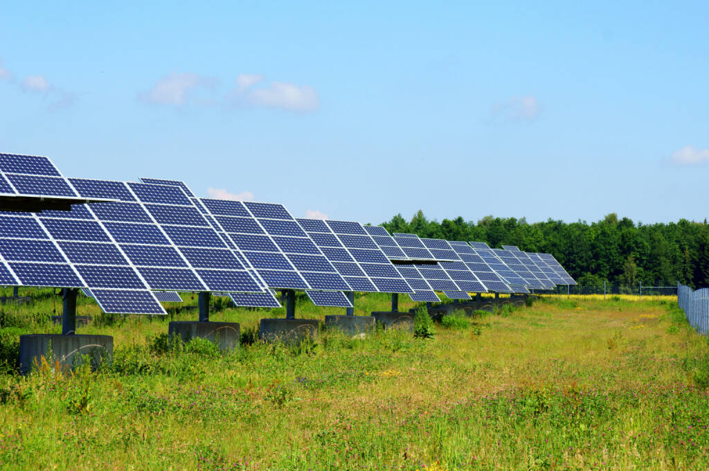 Solaranlage, Solarfeld, erneuerbare Energie - https://de.depositphotos.com/6214693/stock-photo-solarfeld.html, &copy; <a href=
