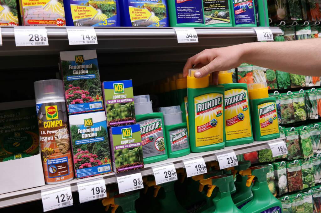Monsanto, Glyphosat, Pestizide, Pflanzenschutzmittel - https://de.depositphotos.com/73163125/stock-photo-pesticides.html, &copy; <a href=