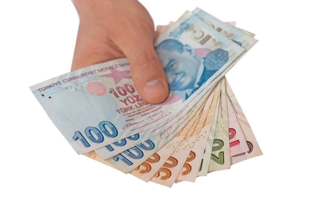 Türkische Lira - https://de.depositphotos.com/179619028/stock-photo-hand-holding-turkish-lira-currency.html, &copy; <a href=