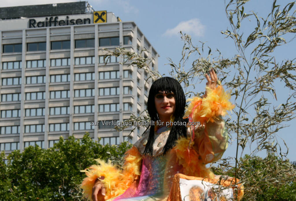 Regenbogenparade in Wien, Raiffeisen (14.06.2013)