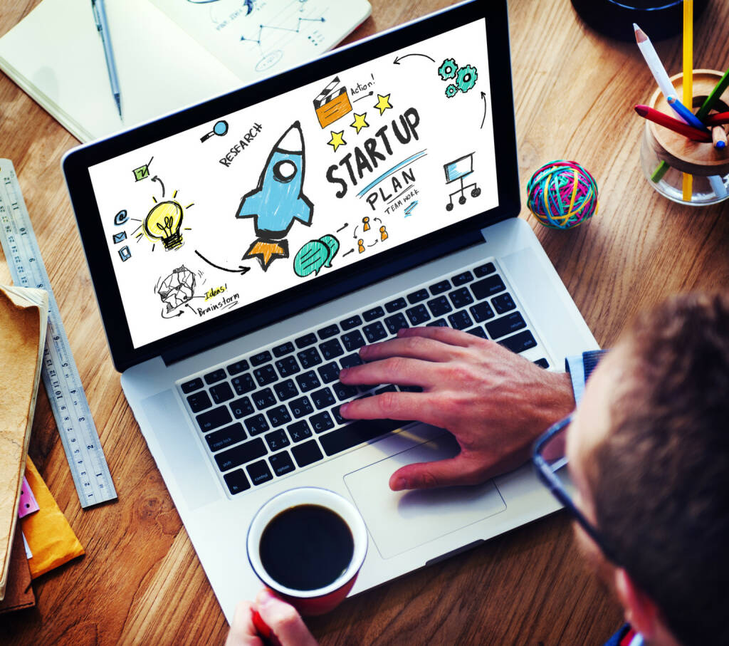 Startup, Arbeiten, Laptop - https://de.depositphotos.com/71575805/stock-photo-start-up-business-concept.html, &copy; <a href=