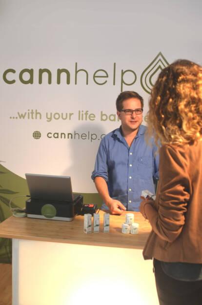 Cannabis - Biotech Start-Up Cannhelp bringt neue CBD Produkte in die Apotheke: wasserlösliches CBD und CBD als Kapsel. Biotech Start-Up Cannhelp bringt neue CBD Produkte in die Apotheke: wasserlösliches CBD und CBD als Kapsel, cannhelp Shop in der Stuwerstraße 23, 1020 Wien; Fotocredit: cannhelp (05.09.2018)