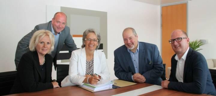 Das Creative Pre-Incubator-Programm (CPI) wurde vor vier Jahren durch eine Kooperation zwischen der Fachhochschule St Pölten und dem accent Gründerservice ermöglicht und ist Teil der Spin-off-Strategie des Landes Niederösterreich. Das NÖ Vorzeigeprojekt CPI ergänzt nun Start-up-Center am AMU Wieselburg. Das CPI-Team stellt Technologielandesrätin Petra Bohuslav den neuen Standort vor. Foto: Copyright NLK Pfeiffer
