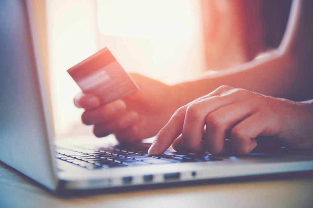 Kreditkarte, Online, Shopping, Onlineshop, Laptop, Bestellen - https://de.depositphotos.com/79575134/stock-photo-hands-holding-credit-card-and.html, &copy; <a href=