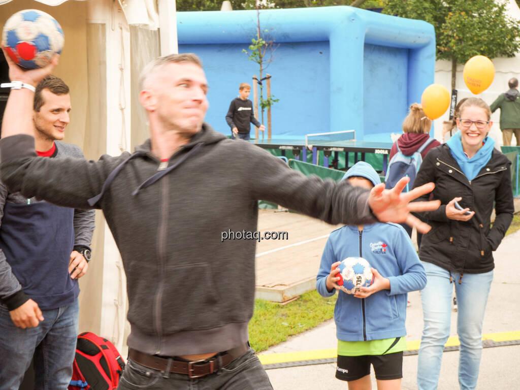 Handball, Wurf, © photaq.com (23.09.2018)