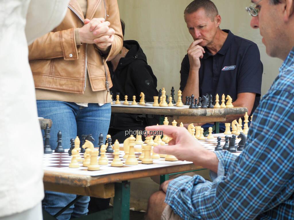 Schach, Nachdenken, Strategie, © photaq.com (23.09.2018)