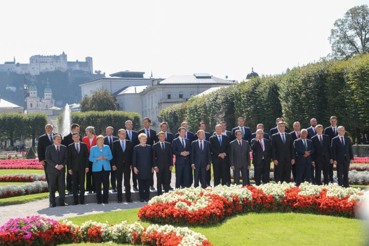 Der EU-Gipfel hat das SalzburgerLand mit der Stadt Salzburg in den Blickwinkel einer breiten Öffentlichkeit gestellt.  Die 28 europäischen Staats- und Regierungschefs mit ihren Delegationsmitgliedern zeigten sich von Österreich und Salzburg als Gastgeber begeistert. im Bild: u.a. Angela Merkel, Sebastian Kurz, Theresa May,  ... Fotocredit: LMZ/Franz Neumayr