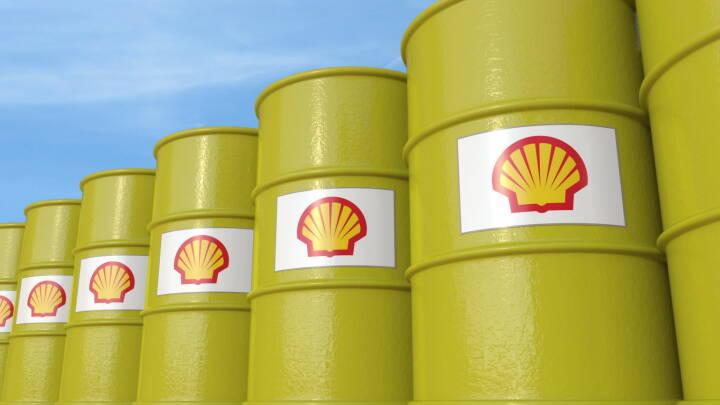 Royal Dutch Shell, Ölfässer - https://de.depositphotos.com/163869010/stock-photo-row-of-metal-barrels-with.html