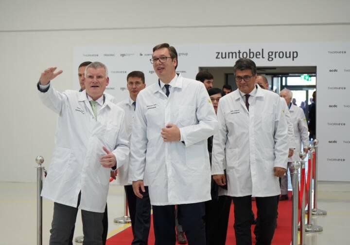 Zumtobel Group eröffnet neues Werk in Niš, Serbien: Erste Reihe. V.l.n.r: Alfred Felder, CEO Zumtobel Group, Aleksandar Vučić Präsident der Republik Serbien und Darko Bulatović, Bürgermeister von Niš. Credit: Zumtobel