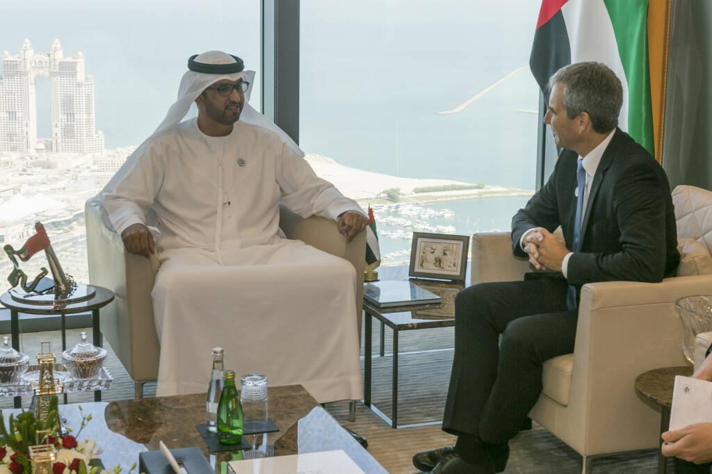 Finanzminister Hartwig Löger bei einem Arbeitsgespräch mit Sultan Al Jaber, Minister of State und CEO der ADNOC Group (im ADNOC Head Quarter); Fotocredit: BMF/Loebell (10.10.2018)