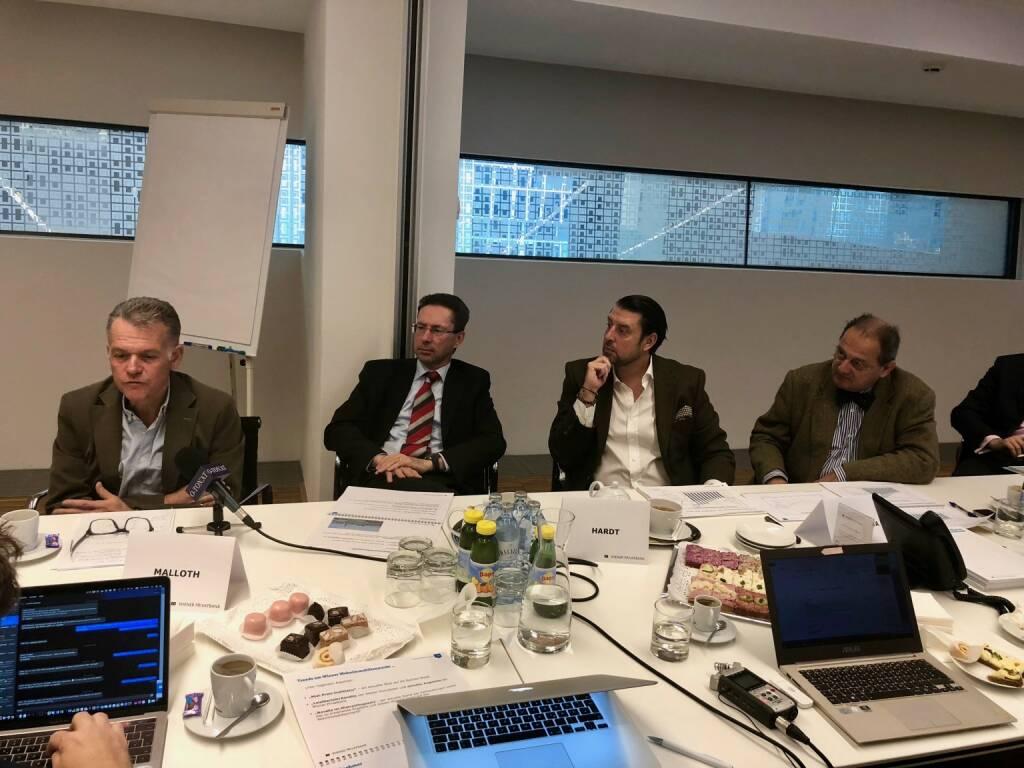 Immobilien-Presse-Frühstück Wiener Privatbank: v.li: Thomas Malloth (Malloth & Partner), Helmut Hardt (Vorstand Wiener Privatbank), Bernd Gabel-Hlawa (FindMyHome.at), Georg Aichelburg-Rumerskirch (Wiener Privatbank), Credit: beigestellt (16.10.2018)