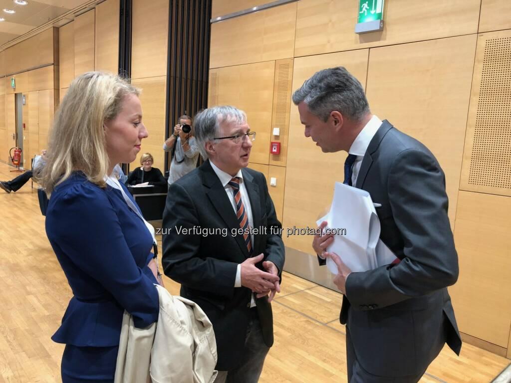 Susanne Aglas-Reindl (A1 Telekom Austria IR), Anleger Berthold Berger, A1 Telekom Austria-CEO Thomas Arnoldner (18.10.2018)