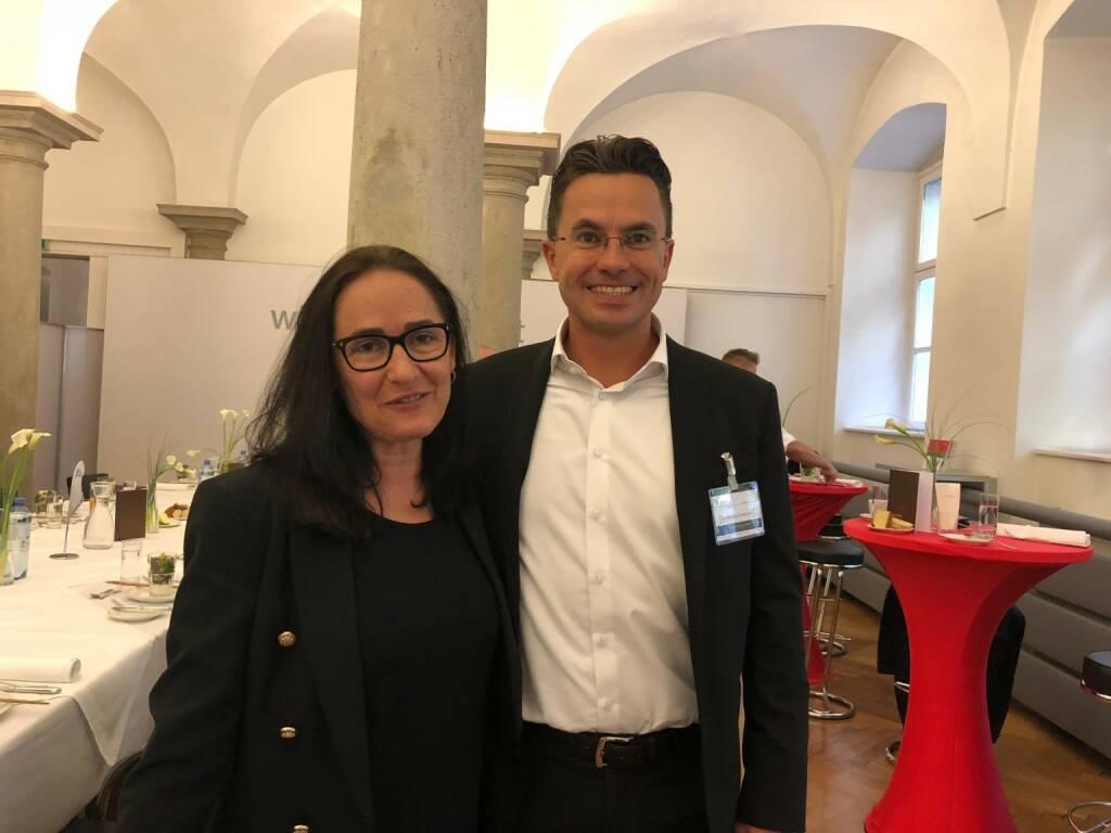Präsentation des neuen Österreich-Fonds der WSS Vermögensmanagement GmbH in der Säulenhalle der Wiener Börse: Snezana Jovic (Geld Magazin), Michael Schwaiger (WSS) (22.10.2018)