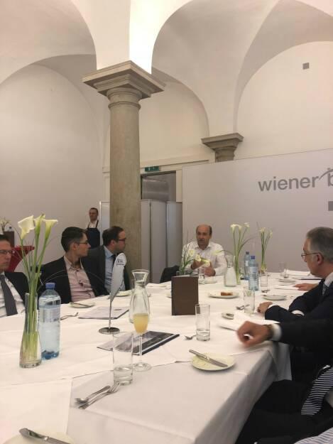 Präsentation des Österreich-Fonds der WSS Vermögensmanagement GmbH: Unter den Gästen: Ernst Huber, Dadat (22.10.2018)