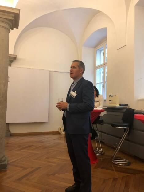 WSS Vermögensmanagement GmbH-Geschäftsführer Herbert Scherrer erläutert die Fonds-Strategie (22.10.2018)