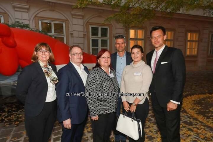 Henriette Lininger, Gregor und Yvette Rosinger, Michael Eisler (startup300), Alexandra Rosinger, Christoph Boschan (Wiener Börse)