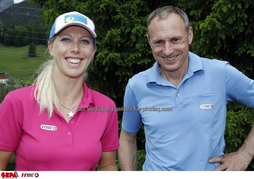 Sporthilfe Golf Trophy, GCC Schladming. Marion Kreiner (AUT) und Geschaeftsfuehrer Anton Schutti (Sporthilfe), Foto: GEPA pictures/ Harald Steiner (17.06.2013)