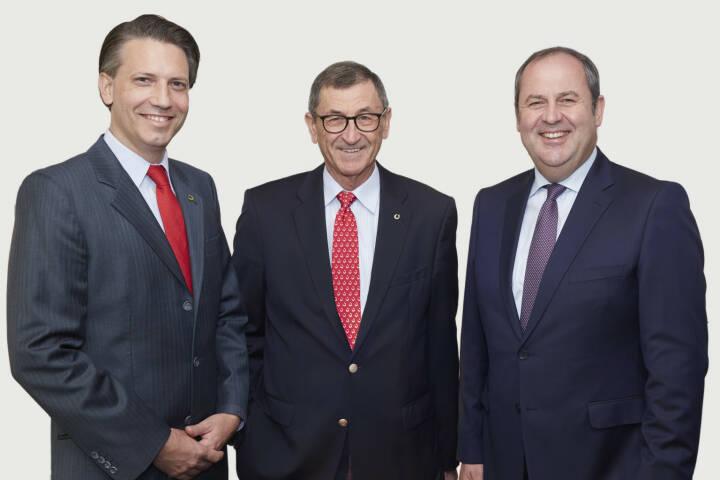 Leonhard Gollegger, MBA (im Bild links) folgt Josef Dietrich (mi.) als Geschäftsführer der GoodMills Group GmbH, einem Unternehmen der LLI, nach. Im Bild mit  LLI-Vorstandsvorsitzendem Josef Pröˆll (R); © photonews.at/Georges Schneider