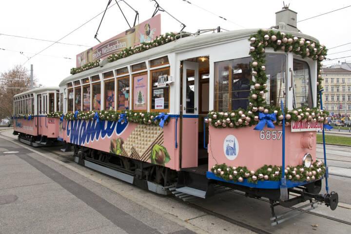 Ostern und Weihnachten ist Manner-Straßenbahnzeit. Wie jedes Jahr zur Vorweihnachtszeit dreht die Manner Straßenbahn auch heuer wieder ihre beliebte Ringrunde in Wien. Traditionell lädt Manner zu dieser Fahrt mit der nostalgischen, rosa Manner Straßenbahn auf der Wiener Ringstraße ein. Credit: Manner/Noll