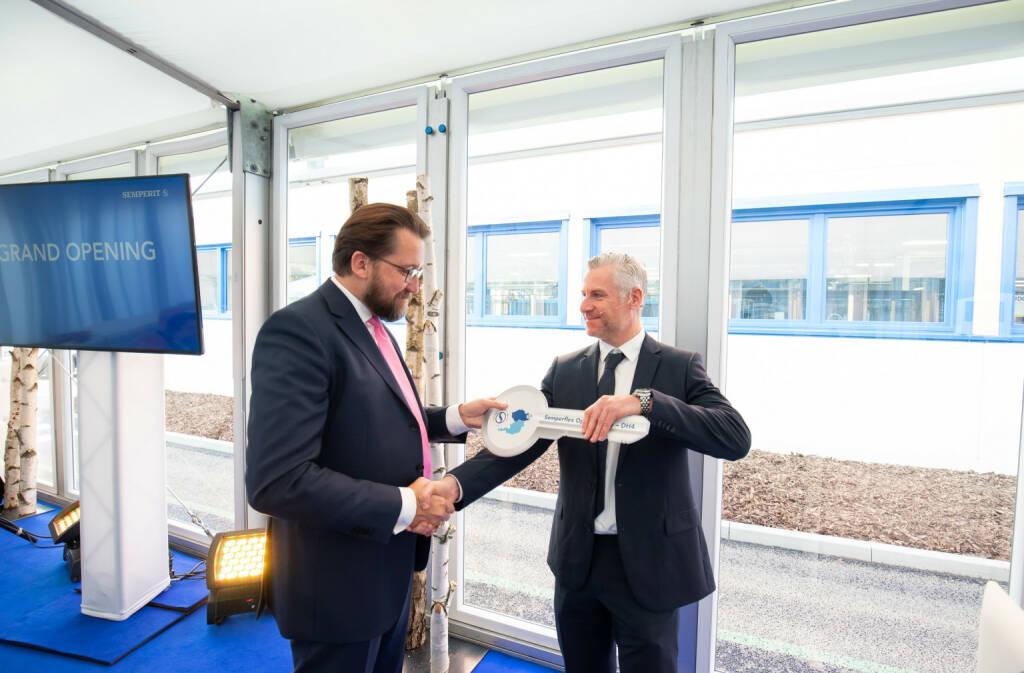 Martin Füllenbach, Vorstandsvorsitzender der Semperit AG Holding, Gerfried Eder, Managing Director/Director Sales/Semperflex; Credit: Semperit Group, © Aussender (08.11.2018)