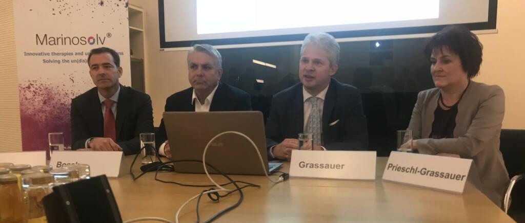 Marinomed stellt sich vor: Das Bild zeigt v.li. Pascal Schmidt (CFO, war u.a. auch beim Infineon-IPO dabei), Erste Group-Vorstand Peter Bosek für das Emissionshaus, CEO Andreas Grassauer und CSO Eva Prieschl-Grassauer.  (16.11.2018)