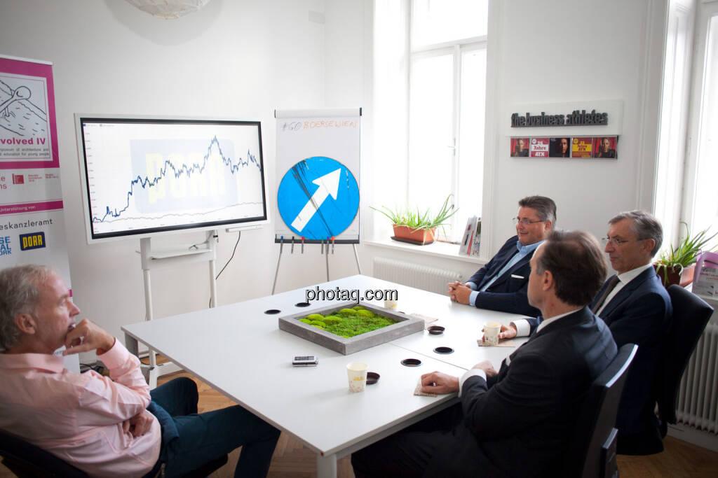 Christian Drastil (BSN), Chart, up, Thomas Winkler (UBM), Karl-Heinz Strauss (Porr), Thomas Birtel (Strabag), © Michaela Mejta/photaq.com (21.11.2018)
