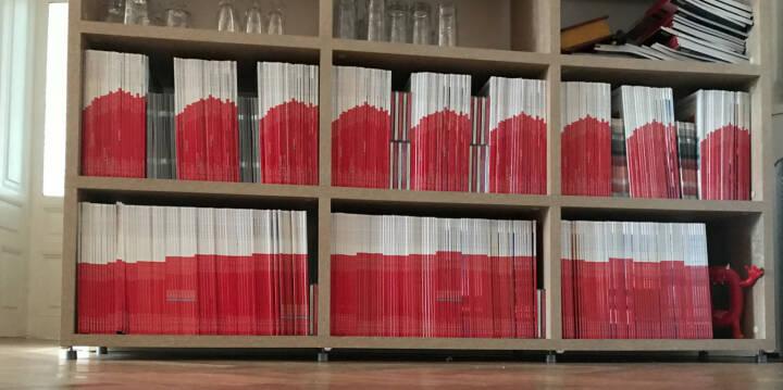Wien : #boersesocialmagazine zeigt den ATX-Chart im Büro: 9 Sammlungen mit derzeit 22 aneinandergereihten Monatsausgaben, darunter ein gestreckter Chart. http://www.boerse-social.com/magazine . Komplette Sets aller 22 Ausgaben gibts nur noch wenige. Nachfragen.