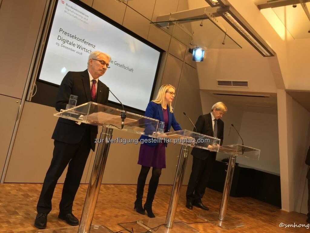 Pressekonferenz Digitalisierung 3.12.18: CEO Pölzl (Post), BM Schramböck, CEO Strobl (RBI) (03.12.2018)