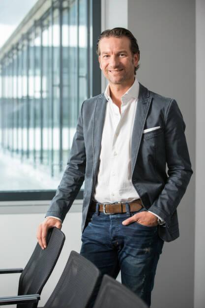 NAVAX übernimmt die red.soft it-service GmbH: Mit der burgenländischen IT-Schmiede erweitert NAVAX sein Team um eine Reihe von sehr erfahrenen Softwareentwicklerinnen und Softwareentwicklern. Der Fokus liegt dabei auf dem Ausbau der Digitalisierungskompetenz, vor allem im Bereich Internet of Things (IoT), Artificial Intelligence (AI) und App-Entwicklungen. Im Bild: Oliver Krizek, Eigentümer und CEO der NAVAX Unternehmensgruppe, Credit: NAVAX, © Aussendung (07.12.2018)