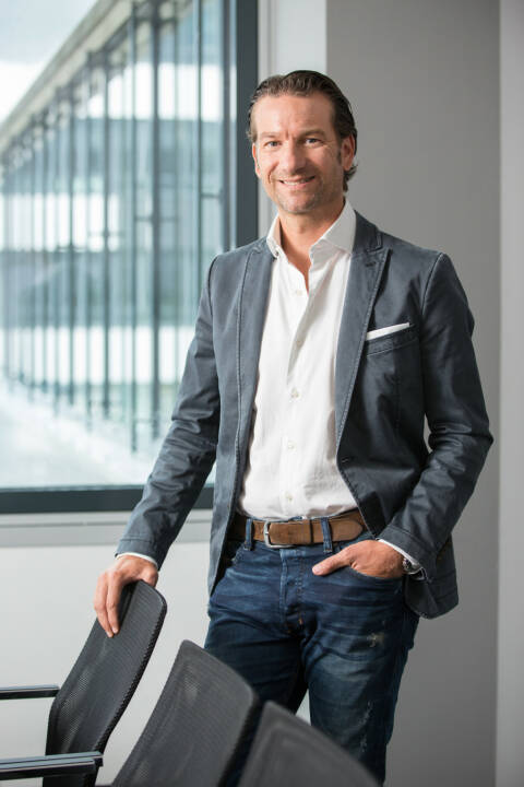 NAVAX übernimmt die red.soft it-service GmbH: Mit der burgenländischen IT-Schmiede erweitert NAVAX sein Team um eine Reihe von sehr erfahrenen Softwareentwicklerinnen und Softwareentwicklern. Der Fokus liegt dabei auf dem Ausbau der Digitalisierungskompetenz, vor allem im Bereich Internet of Things (IoT), Artificial Intelligence (AI) und App-Entwicklungen. Im Bild: Oliver Krizek, Eigentümer und CEO der NAVAX Unternehmensgruppe, Credit: NAVAX