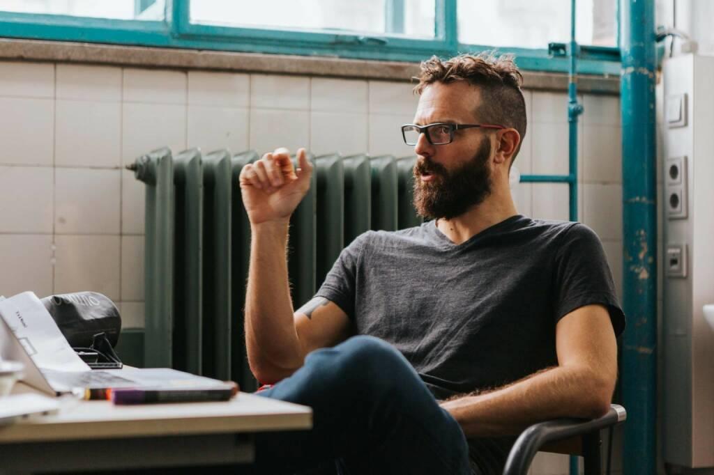 Franz Enzenhofer, Chef der 3-Mann Agentur www.fullstackoptimization.com, kann 2018/2019 die Stadt Wien und die Österreichische Post als seine Kunden im Bereich Suchmaschinenoptimierung und Web-Performance Optimization zählen. Von der Trend Magazin List Die 100 Besten Start-Ups 2018 (Ausgabe Nr. 48 / 30.11.2018) weist er eine Beratungs-Quote von 65% (13 von 20) bzw. 40% (40 von 100) auf. Fotocredit:Christa Gaigg / Atelier Authentic (19.12.2018)