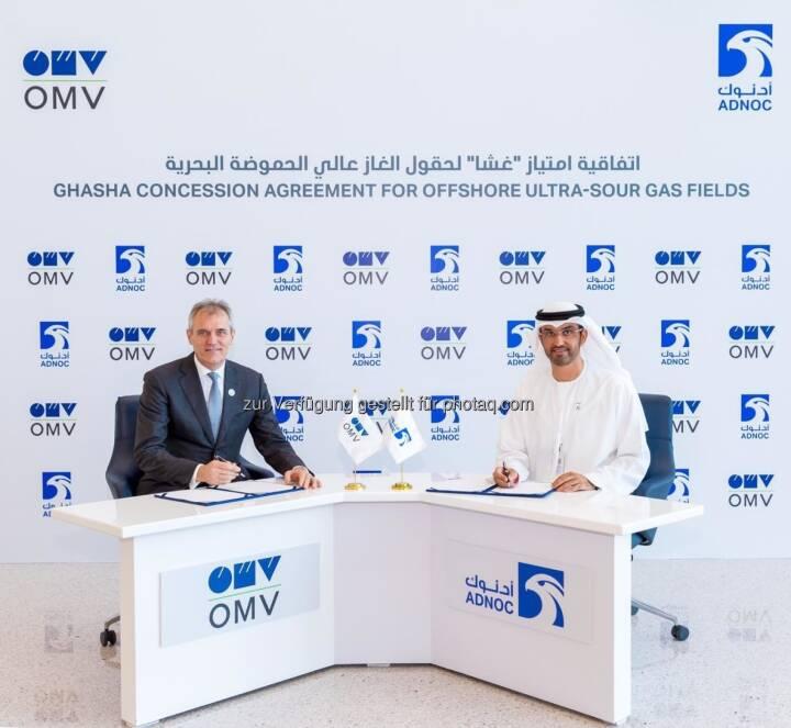 OMV und ADNOC unterzeichneten Upstream Konzessionsabkommen, (von rechts nach links) Seine Exzellenz Dr. Sultan Ahmed Al Jaber, Staatsminister der Vereinigten Arabischen Emirate und CEO der ADNOC Group sowie Dr. Rainer Seele, Vorstandsvorsitzender und Generaldirektor der OMV; Credit: ADNOC