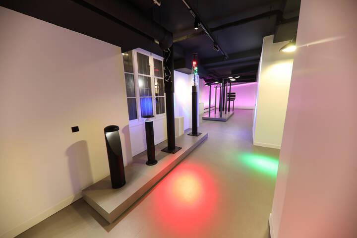 Neues Lichtzentrum auf 450 m2 neben der Niederlassung im Herzen von Paris. Im neuen Lichtzentrum präsentiert die Zumtobel Group in unterschiedlichen Ausstellungsbereichen die Kompetenz der starken Marken Zumtobel und Thorn. Credit: Zumtobel