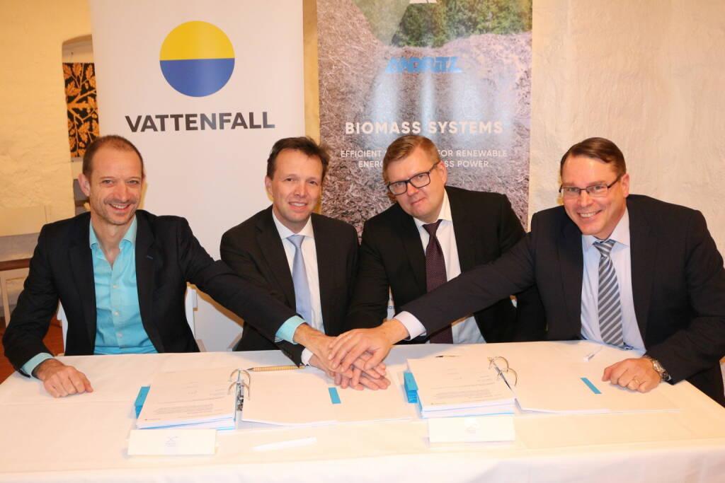 """Vertragsunterzeichnung: Der internationale Technologiekonzern ANDRITZ erhielt vom schwedischen Energieunternehmen Vattenfall AB den Auftrag zur Lieferung einer neuen Biomassekesselanlage mit externem System zur Aufbereitung von Biomasse für das Projekt """"Carpe Futurum"""". Credit: Andritz, © Aussendung (20.12.2018)"""