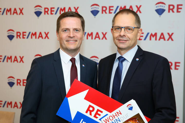 Der RE/MAX-Immobilien-Zukunfts-Index 2019 sagt in Summe für Österreich ein minimal steigendes Immobilienangebot, eine leicht steigende Nachfrage und moderat steigende Preise voraus. Wieder positiv, aber geringer als im Jahr zuvor. Im Bild vlnr: Bernhard Reikersdorfer, MBA (Geschäftsführung RE/MAX Austria) und Mag. Anton Nenning (Managing Director RE/MAX Austria); Fotocredit:RE/MAX/APA-Fotoservice/Schedl