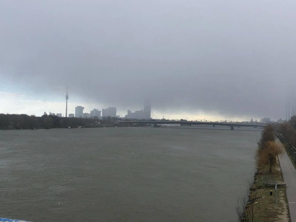 Wien, Donau, dunkle Wolken, Skyline, Donaustadt, Donauturm, Credit: beigestellt, &copy; <a href=
